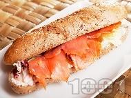Рецепта Сандвич с пушена сьомга, червена цикория (радикио) и сирене Крема